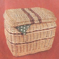 Плетеная корзина для рукоделия